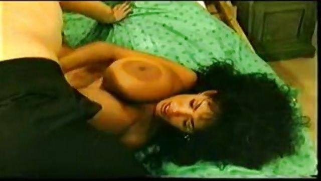 Busty Angelique Angelique Dos Santos schwarze Strümpfe