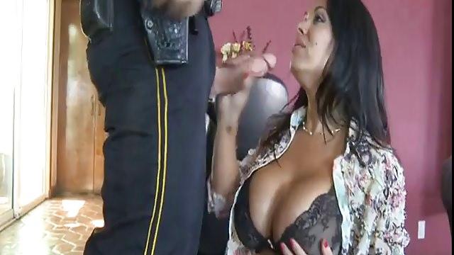 Sienna West von Polizist gefickt