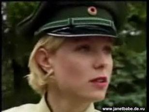 Deutsche Polizistin fickt mit Kollegen
