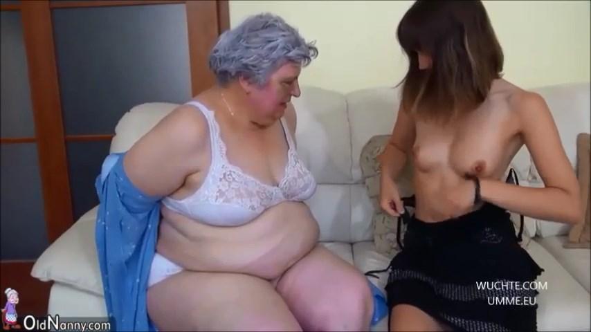 Alte lesbische Rubensfrau macht es sich mit dem Dildo