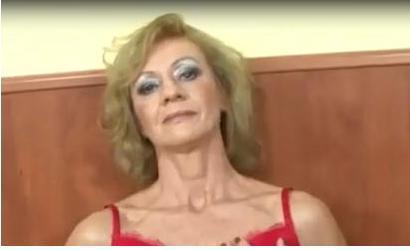 Oma benutzt Dildo und dann den Neger mit Negerschwanz